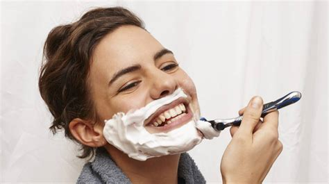 Women shaving their face: the latest anti-ageing trend
