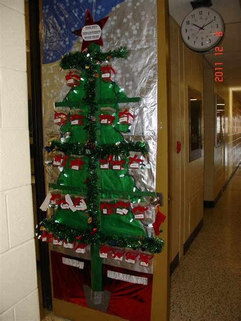 uw biology graduate student association christmas door