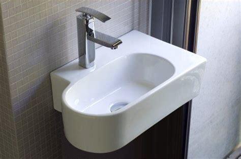 handwaschbecken kleines gäste wc handwaschbecken f 252 r kleine badezimmer g 228 ste wc toiletten wei 223 es rundes ovales g 228 stewaschbecken