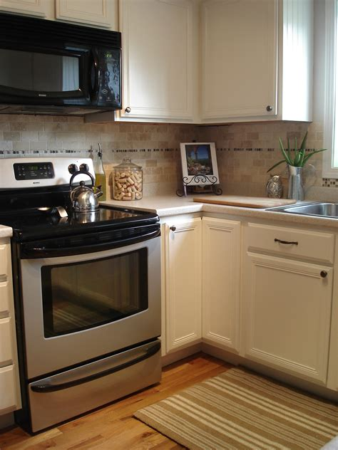 painting wood kitchen cabinets tutorial painting fake wood kitchen cabinets