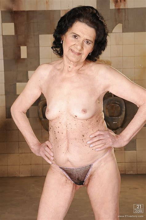Very Old Granny Doesnt Mind To Boast Of Her Tits And