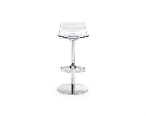 chaise de bar transparente chaise design transparente en 34 modèles légers et limpides