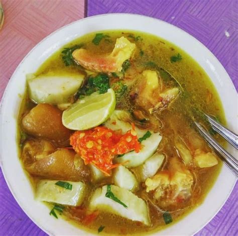 Siram dengan kuah plus dagingnya. Resep Soto Kikil Jawa Timur