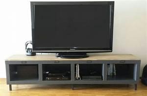 Meuble Tv Avec Etagere : un meuble t l industriel avec une tag re expedit kallax ~ Teatrodelosmanantiales.com Idées de Décoration