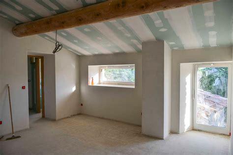 isolation plafond chambre chambre en enduit de plâtre isolation revetement