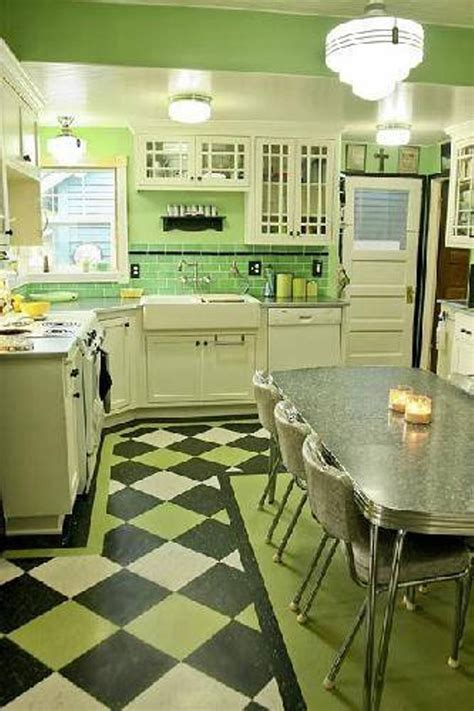 Kitchens With White Cabinets And Green Walls: Review of 10