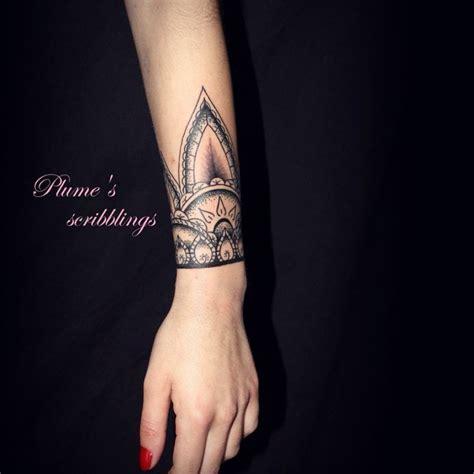 tatouage femme avant bras plume