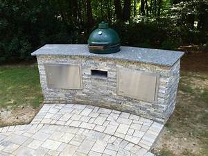 13 outdoor kitchen countertop options hgtv for Outdoor kitchen counter