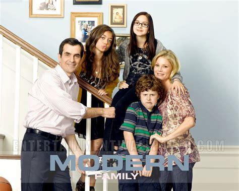 modern family images modern family wallpaper wallpaper photos 13884797