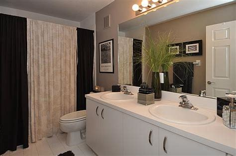 focal point styling rental restyle small bath space