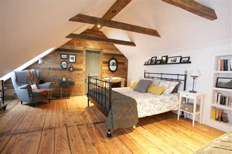 chambre avec poutre la chambre mansardée d 39 une maison canadienne ancestrale