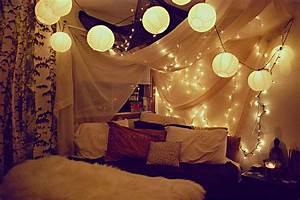 Tumblr Zimmer Lichterketten : 16 romantische ideen mit led lichterketten zum valentinstag ~ Eleganceandgraceweddings.com Haus und Dekorationen