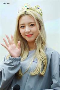 Itzy Yuna Iphone Wallpapers