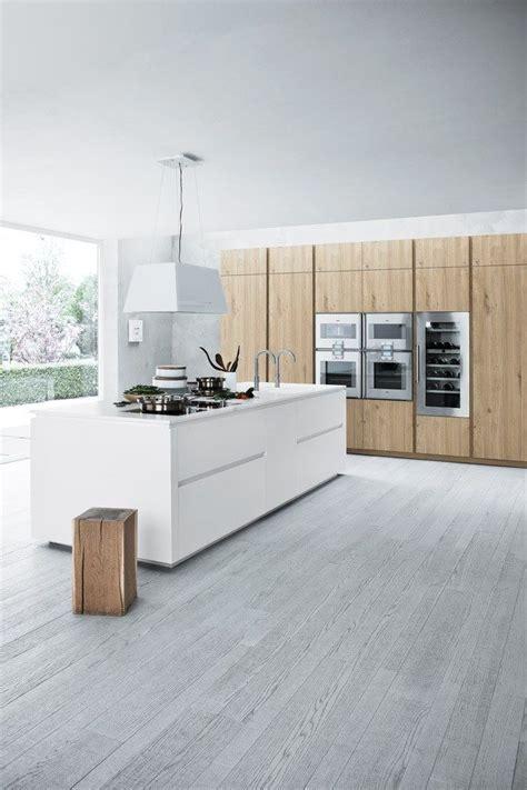 grauer boden und k 252 che in wei 223 holz kitchen k 252 che mit insel k 252 che und k 252 chenm 246 bel
