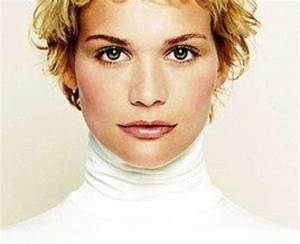Coupe Courte Bouclée : coupe de cheveux courte femme tendance ~ Farleysfitness.com Idées de Décoration