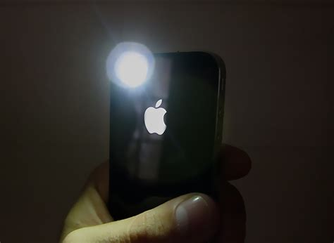 iphone flashlight new apps turn your iphone 4 s led flash into a flashlight