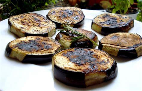 comment cuisiner des aubergines au four cuisiner aubergine sans graisse régime pauvre en calories