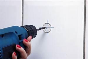 Percer Dans Du Carrelage : percer le carrelage sans le fissurer astuce bricolage ~ Dailycaller-alerts.com Idées de Décoration