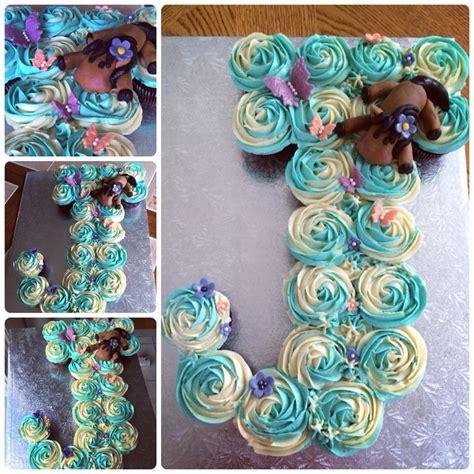 shaped pull  chocolate cupcake cake pullapartcupcakecake fondanthorse cake lettering