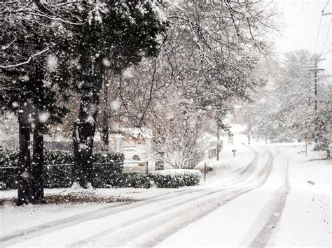 First Snow Of The Season Blankets The Knoxville Area
