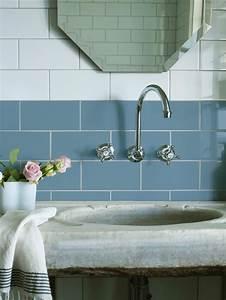 13 trucs pas chers pour relooker sa salle de bain marie With carrelage adhesif salle de bain avec bougie led pas cher