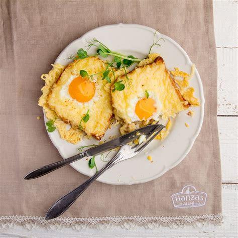 Variācija par ceptas olas tēmu brokastīs - šoreiz ar sieru ...