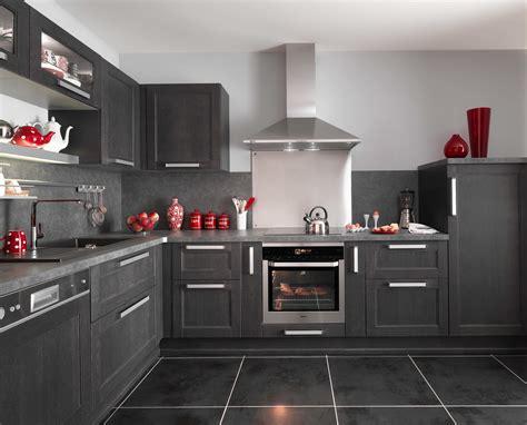 le chene cuisine cuisine fjord noir avec ses portes en chêne le modèle