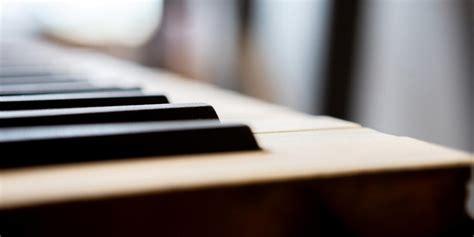 De koningin elisabethwedstrijd is een wedstrijd voor de beste pianotalenten. Coronavirus: Koningin Elisabethwedstrijd voor piano 2020 wordt uitgesteld naar mei 2021   Flagey