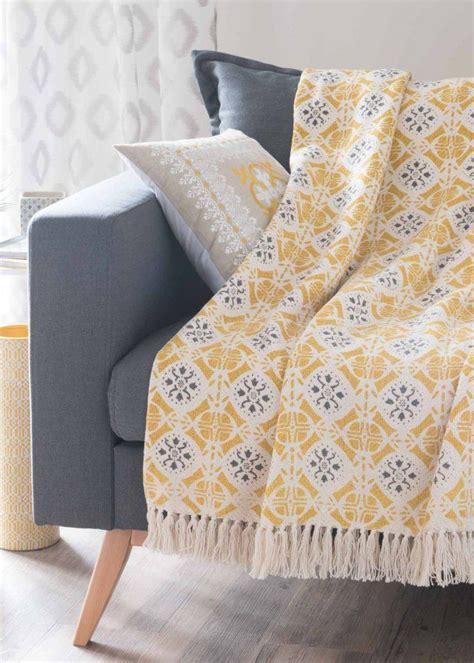plaid canapé maison du monde shoppez le plaid douillet qu il vous faut pour votre canap 233 coussins et plaids cushions