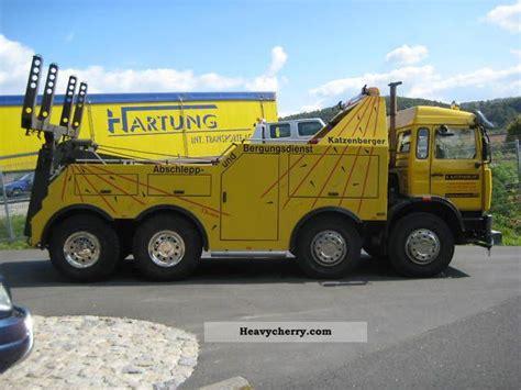 renault truck salvage vehicle  breakdown truck photo