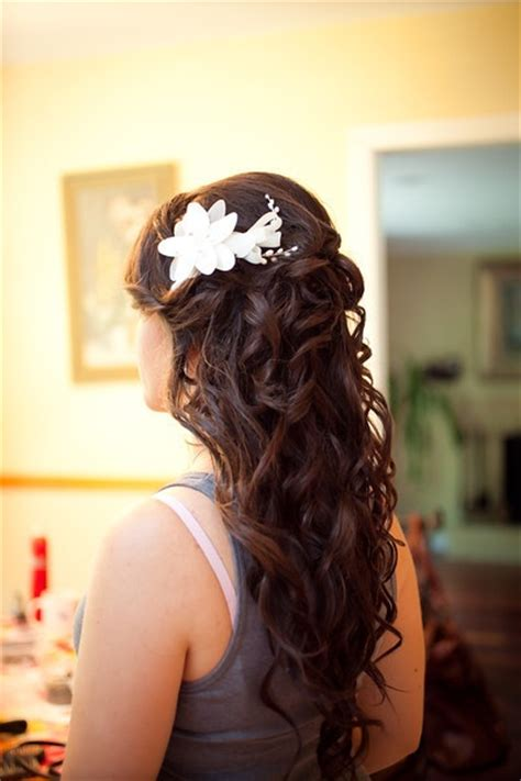 this is gorgeous might use for my hair style as maid of