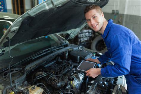 Auto Mechanic Career Information by Spotlight Auto Mechanic Findmytradeschool