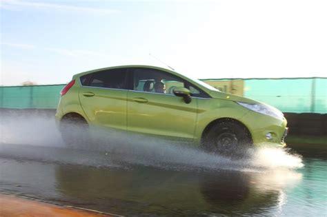 auto langzeitmiete adac winterreifen im sommer langer bremsweg garantiert firmenauto