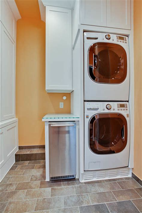 what brand is this stackable washer dryer size