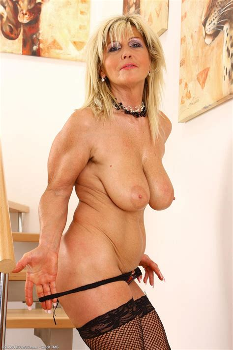 Naturally Busty Mature Spreads Her Hairy Pussy Pichunter