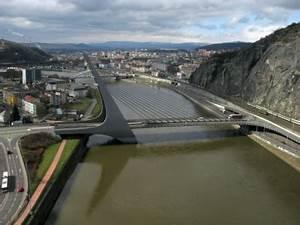 Svět koberců most