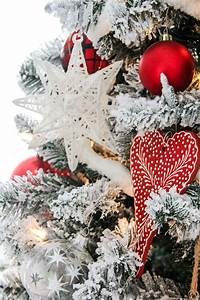 How, To, String, Garland, On, A, Christmas, Tree