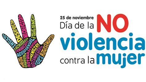 Una mujer con el rostro pintado participa en una marcha contra el sexismo y la violencia de género en santiago, chile. Actividades por el Día Internacional de la No Violencia ...