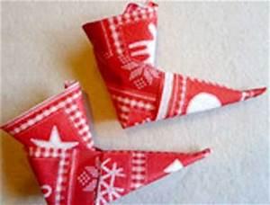 Serviette De Noel En Papier : un pliage de serviette pour les enfants en papier rouge ~ Melissatoandfro.com Idées de Décoration