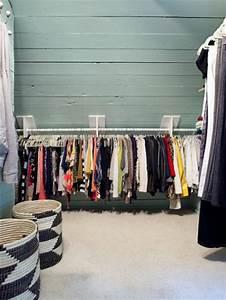 Kleiderstange Für Dachschräge : begehbarer kleiderschrank von molly und robert wohnideen einrichten ~ Frokenaadalensverden.com Haus und Dekorationen