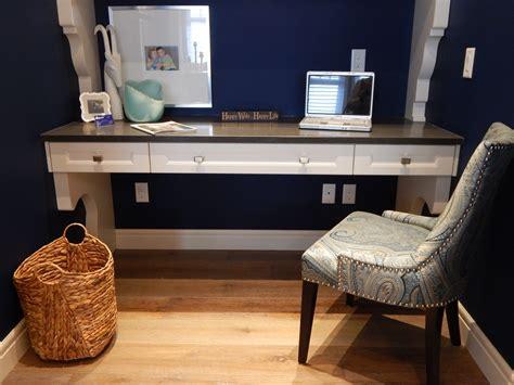bureau ordinateur bois images gratuites ordinateur table bois chaise sol