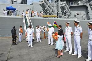 File:Maldivian naval officers welcome Indian Navy ...