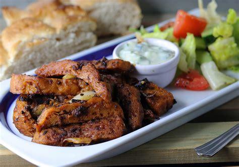 gyros mit fladenbrot und salat daily vegan
