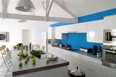 cuisine couleur gris bleu cuisine bleu pacifique meubles blanc plan de travail