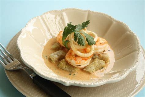 gambas et encornet au lait de curry gnocchi au quinoa