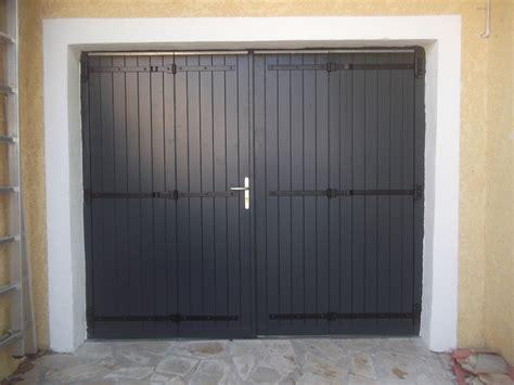 porte de garage traditionnelle bois gpf menuiseries du