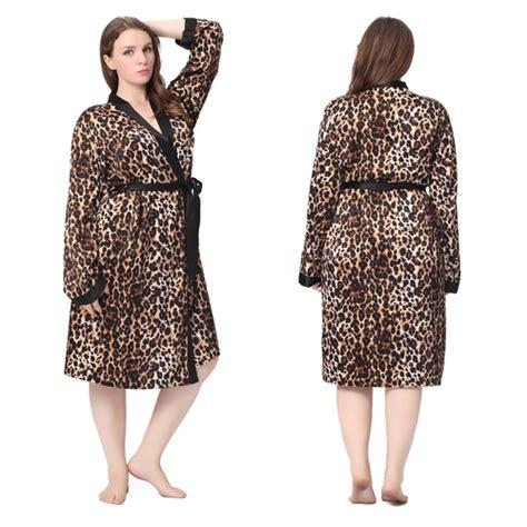 chambre leopard robe de chambre femme leopard