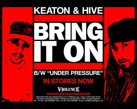 обои Wallpaper Keaton & Hive