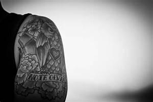 Tattoo Schwarz Weiß : tattoo einer eule in schwarz und wei download der kostenlosen fotos ~ Frokenaadalensverden.com Haus und Dekorationen