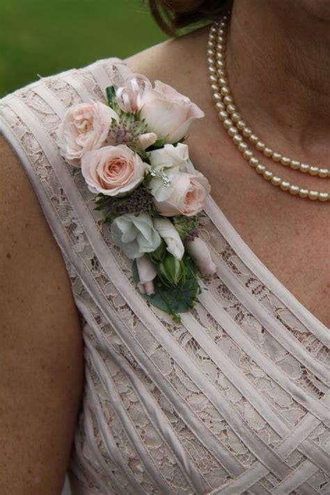 corsages   ladies images  pinterest prom